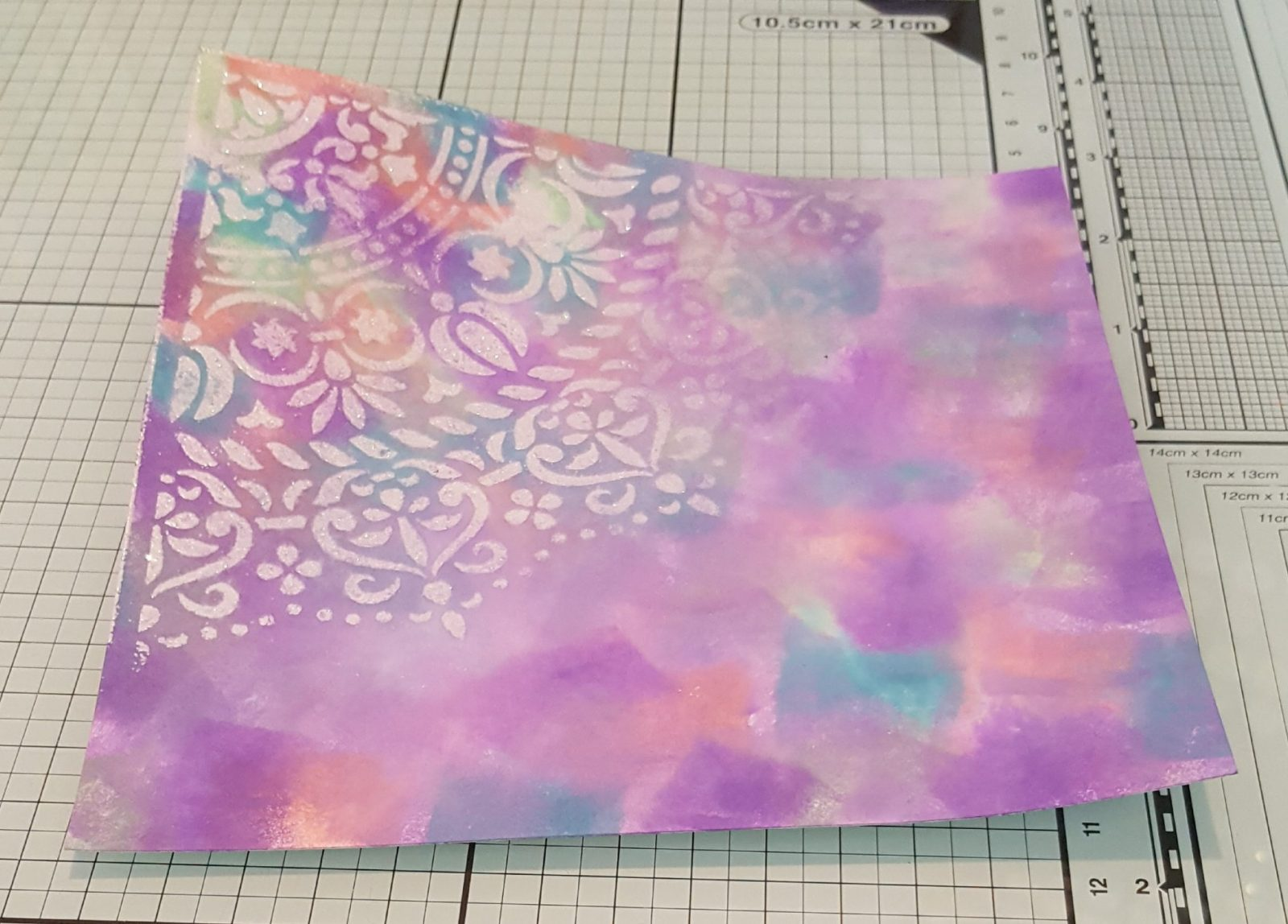 Living Creatively with Fibro | Mandala Stencil with Distress Oxide Inks